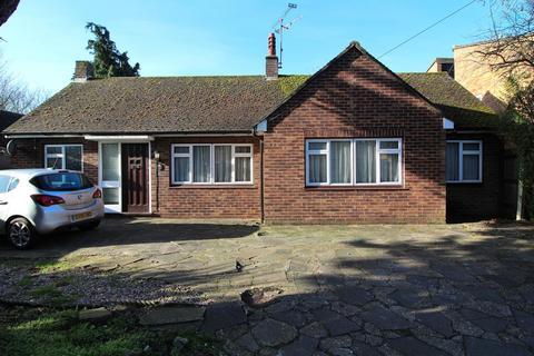 2 bedroom detached bungalow for sale - Arbour Lane, Chelmsford, Essex, CM1