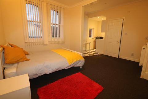 1 bedroom property to rent - High Street Room Three, , Ashford, TN24 8SF