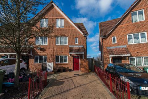 4 bedroom townhouse for sale - Spitfire Road, Wallington