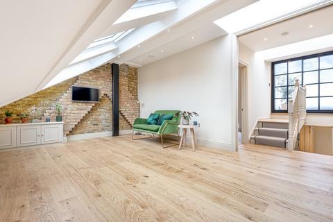 2 bedroom flat for sale - Devereux Road, London, SW11