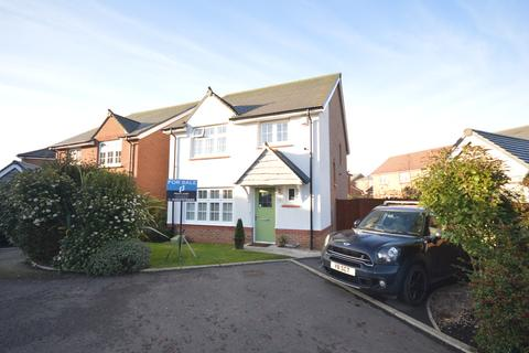 4 bedroom detached house for sale - Holly Wood Way, South Shore, FY4