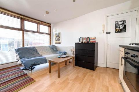 Studio to rent - New Cross Road, New Cross, SE14 5BA