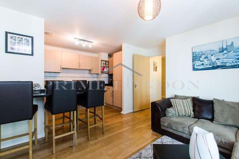 2 bedroom apartment to rent - Hanover House, St George Wharf, London