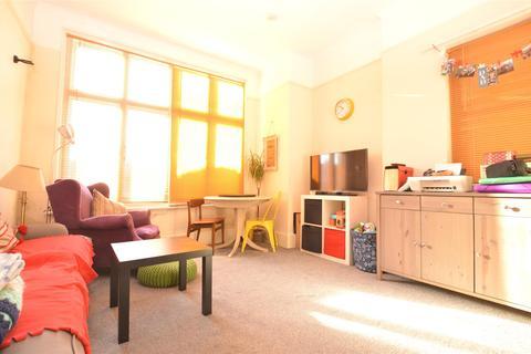 2 bedroom flat to rent - Gleneldon Road, Streatham, London, SW16