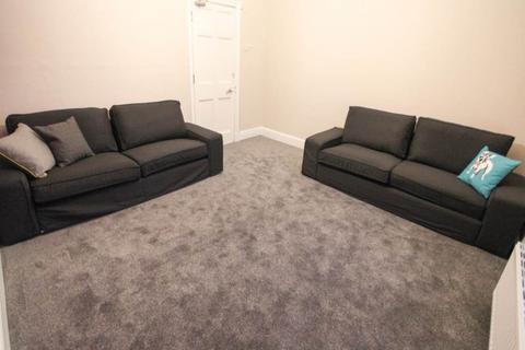 3 bedroom house share to rent - Sandown Lane, ,