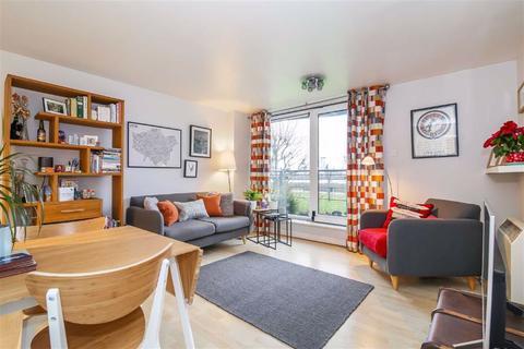 2 bedroom flat for sale - Fishguard Way, Royal Docks, London