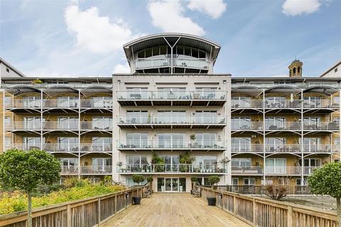 2 bedroom flat for sale - Regatta Point, Brentford, TW8