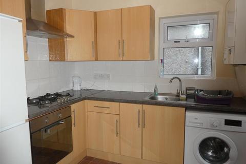 2 bedroom flat - King Edwards Road, Swansea