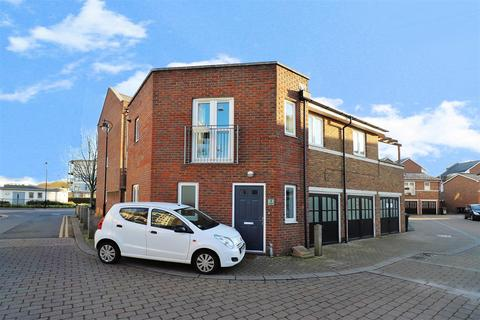 2 bedroom detached house for sale - Carmichael Avenue, Greenhithe