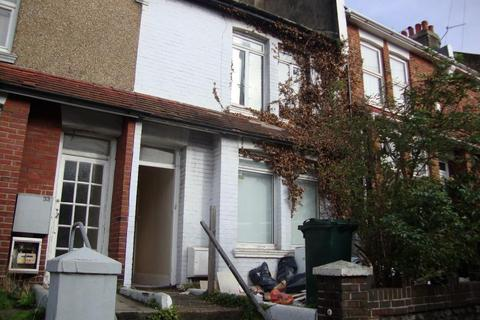 4 bedroom terraced house to rent - Bear Road, Brighton