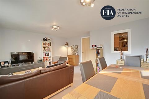 2 bedroom apartment for sale - Holland Gardens, Brentford