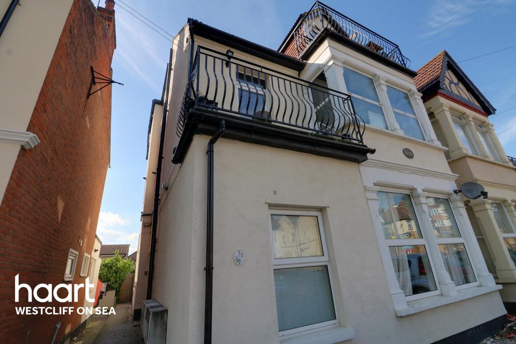 Grosvenor Road Westcliff On Sea 2 Bed Flat For Sale 163