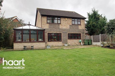5 bedroom detached house for sale - Roding Way