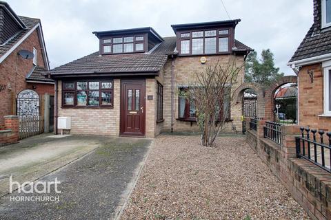 5 bedroom detached house for sale - Roding Way, Rainham