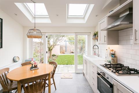 2 bedroom flat for sale - Downton Avenue, Streatham