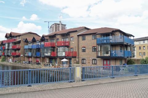 2 bedroom apartment to rent - Lancaster Drive, London, E14