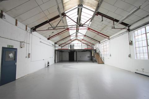 Industrial unit to rent - Dukes Road, Park Royal, W3