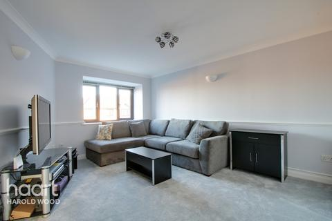 1 bedroom apartment - Messant Close, Romford