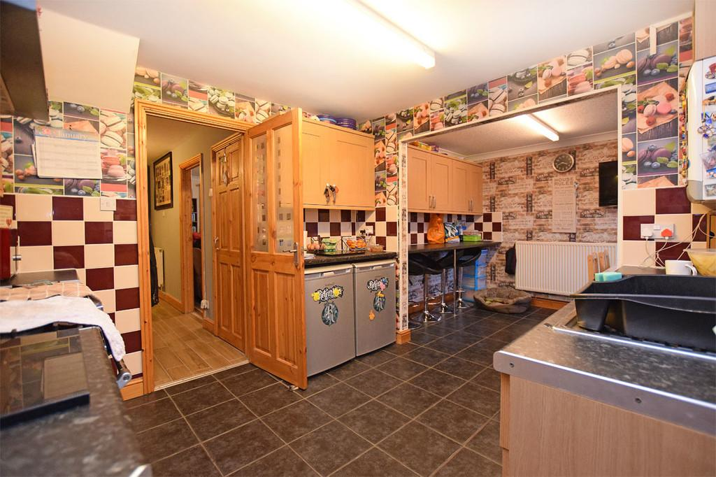 Kitchen / dining