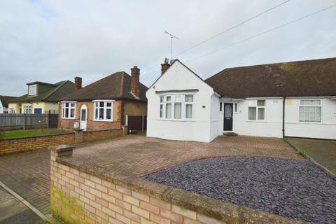 3 bedroom bungalow for sale - Lynwood Avenue, Stopsley, Luton, Bedfordshire, LU2 7TY