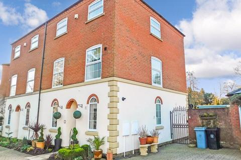 4 bedroom semi-detached house for sale - Mill Drive, Grantham