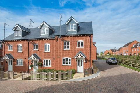 3 bedroom end of terrace house for sale - Rede Close, Aylesbury