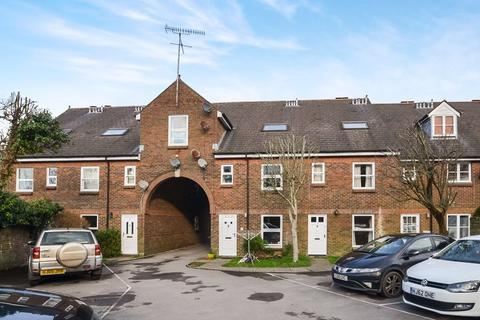 3 bedroom maisonette for sale - AMAZINGLY SPACIOUS FAMILY SIZED HOME IN FORDINGTON HIGH STREET!