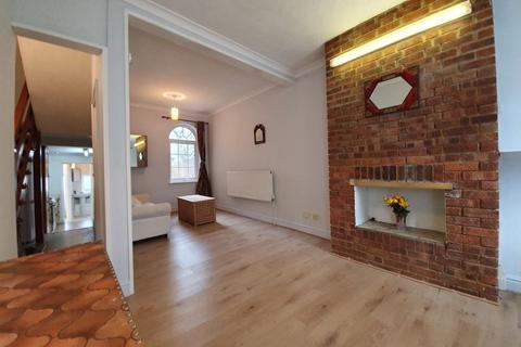 3 bedroom terraced house to rent - Dennett Road, Croydon