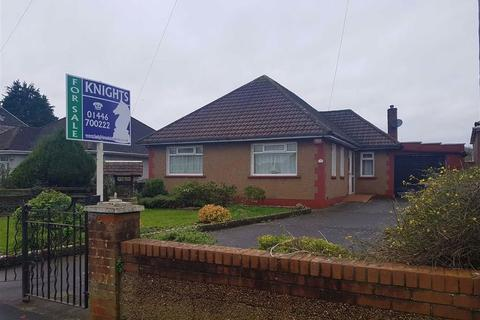 2 bedroom detached bungalow for sale - Pencoedtre Road, Barry