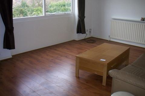 2 bedroom flat to rent - Mintern Close, Palmers Green