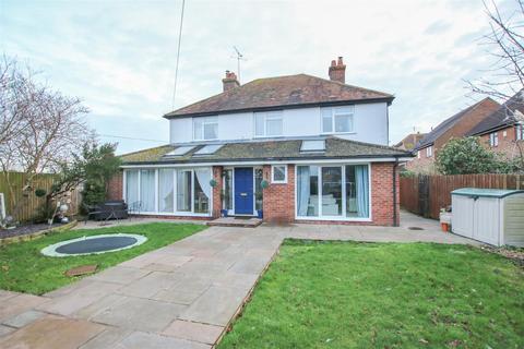 4 bedroom detached house for sale - Pendal House, Burcott Lane, Bierton, Aylesbury