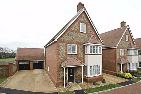 5 bedroom detached house for sale - Elizabeth II Avenue, BERKHAMSTED