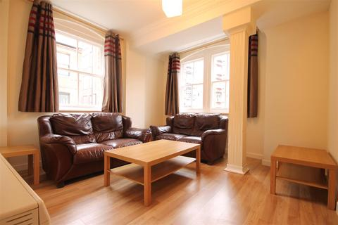 3 bedroom apartment to rent - Peel House, Temple Street