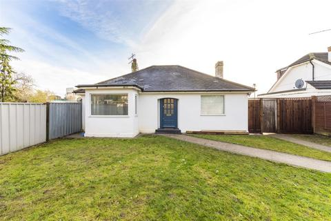 3 bedroom detached bungalow to rent - Lowfield Road, Acton, W3