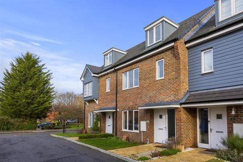 4 bedroom townhouse for sale - Donald Gardens, Horley