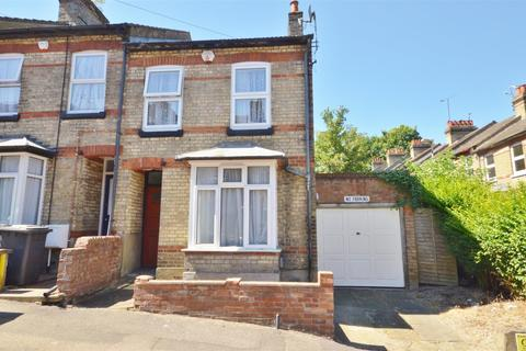 3 bedroom end of terrace house for sale - Grove Road, Central Luton