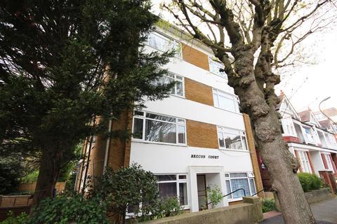 Studio to rent - Brecon Court, Selborne Place, Hove