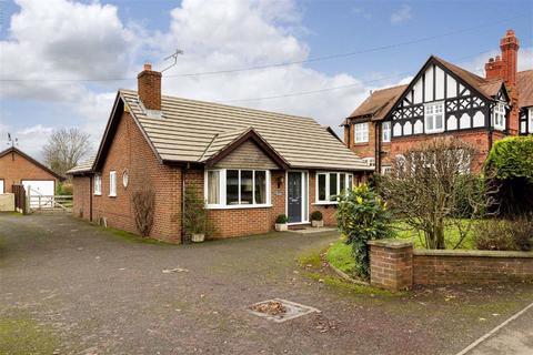 3 bedroom detached bungalow for sale - Park Road, Nantwich, Cheshire