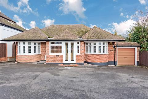 3 bedroom detached bungalow for sale - Shawley Way, Epsom Downs KT18