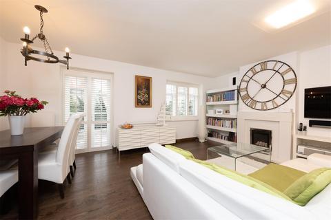 3 bedroom maisonette for sale - Frensham Drive, LONDON, SW15