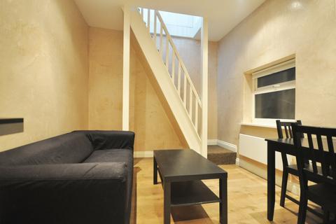 Studio to rent - Kilburn Lane, London