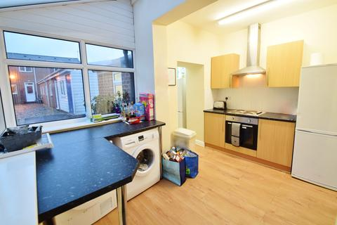6 bedroom terraced house to rent - Rosedale Road, Ecclesall Road, STUDENT HOUSE AVAILABLE FROM SEPTEMBER, Sheffield S11 8NW