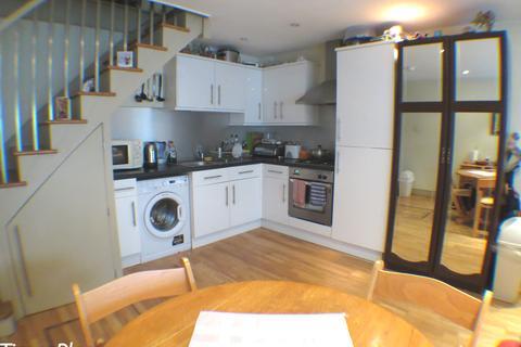 2 bedroom end of terrace house to rent - Garratt Lane, SW18