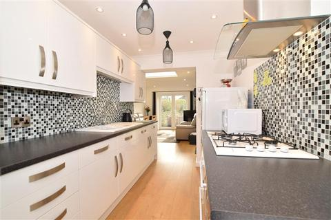 4 bedroom bungalow for sale - King Arthurs Drive, Strood, Rochester, Kent