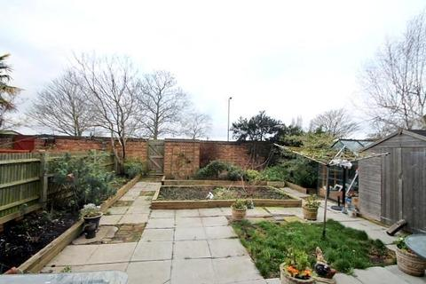 1 bedroom flat for sale - St. Marys Avenue, Stanwell, TW19