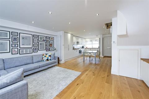 4 bedroom mews to rent - Waldo Close, SW4