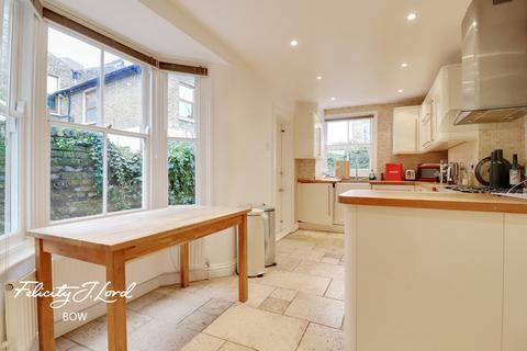 3 bedroom end of terrace house for sale - Lockhart Street, London