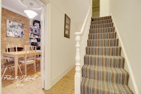 3 bedroom end of terrace house for sale - Lockhart Street, London
