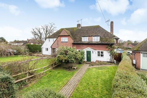 4 bedroom semi-detached house for sale - Close to the Primary School