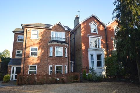 2 bedroom flat for sale - Ashley Road, Epsom, Surrey. KT18 5BN